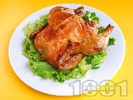 Цяло пиле печено върху едра морска сол на фурна